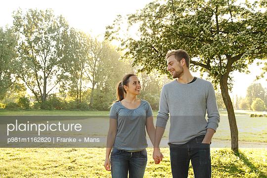 Schöner Frühlingstag - p981m1162820 von Franke + Mans