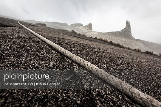 Seil zum Low's Peak 4091 m für die Berg-Touristen, Mount Kinabalu, Borneo, Malaysia - p1316m1161038 von Klaus Fengler