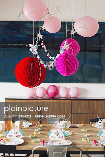 Festive birthday party decorations