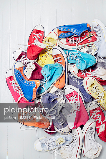 bunte Sneaker - p464m1152341 von Elektrons 08