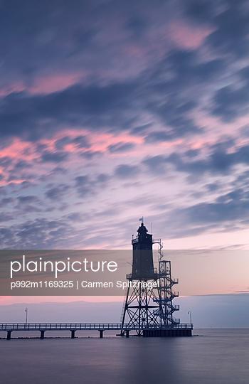 Leuchtturm - p992m1169325 von Carmen Spitznagel