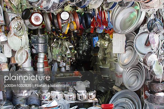 Iran, Shiraz, assortment of a hardware shop