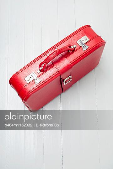 Reisekoffer - p464m1152332 von Elektrons 08