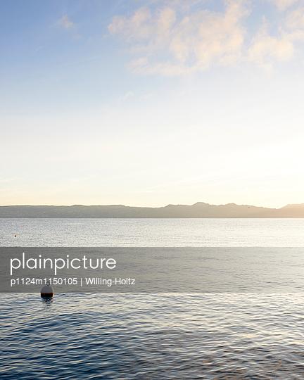 Genfer See im Gegenlicht - p1124m1150105 von Willing-Holtz