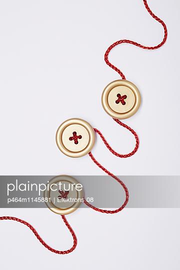 goldene Knöpfe - p464m1145881 von Elektrons 08