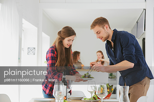 Wenn Gäste kommen - p981m1160066 von Franke + Mans