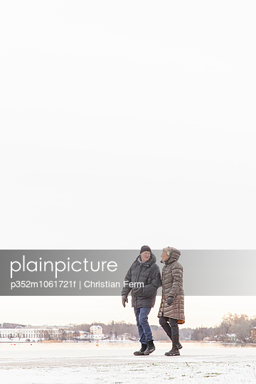 Sweden, Stockholm, Ostermalm, Older couple walking