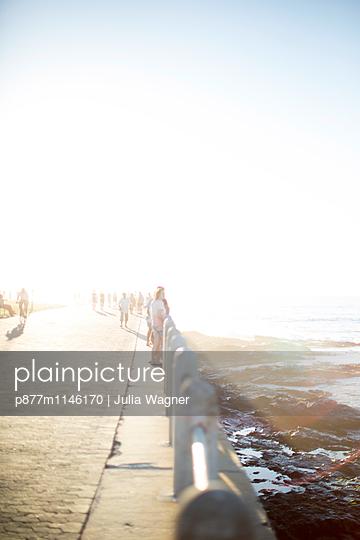 Sonntag nachmittag, Sea Point Promenade - p877m1146170 von Julia Wagner