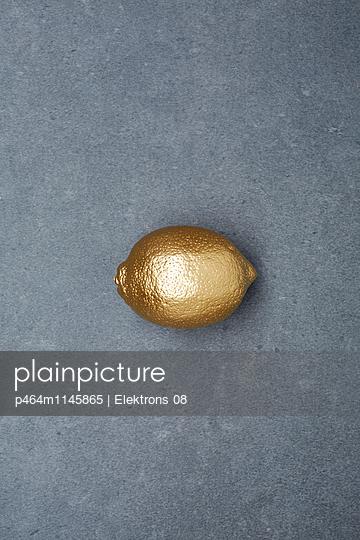 goldene Zitrone - p464m1145865 von Elektrons 08