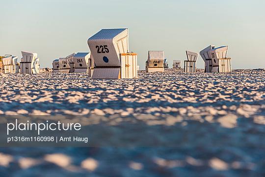 Strandkörbe am Strand, Kampen, Sylt, Schleswig-Holstein, Deutschland - p1316m1160998 von Arnt Haug