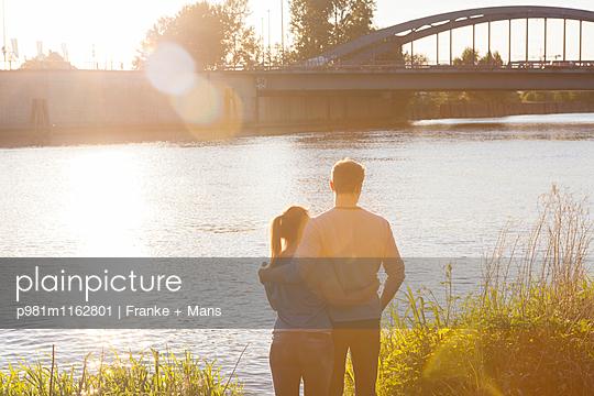 Blick auf die Brücke - p981m1162801 von Franke + Mans