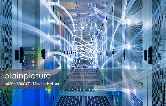 Data storage in data warehouse