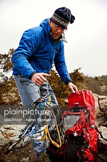 Man unpacking climbing gear in Palisades State Park, South Dakota