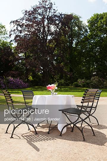 Garten-Romantik - p045m1154788 von Jasmin Sander