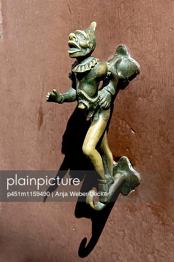 Türklopfer in Venedig - p451m1159490 von Anja Weber-Decker