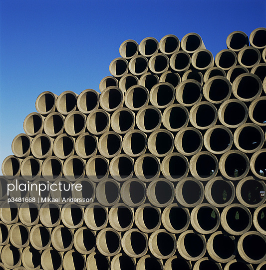 Flat end of a heap of pipes