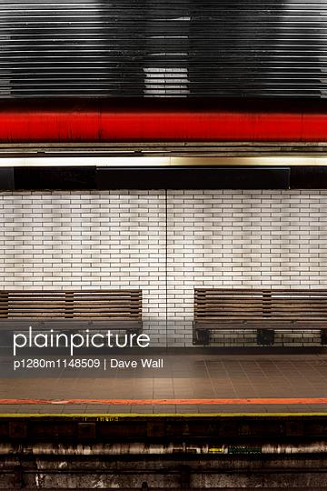 U Bahn - p1280m1148509 von Dave Wall