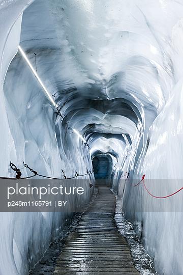 Gletschergrotte - p248m1165791 von BY