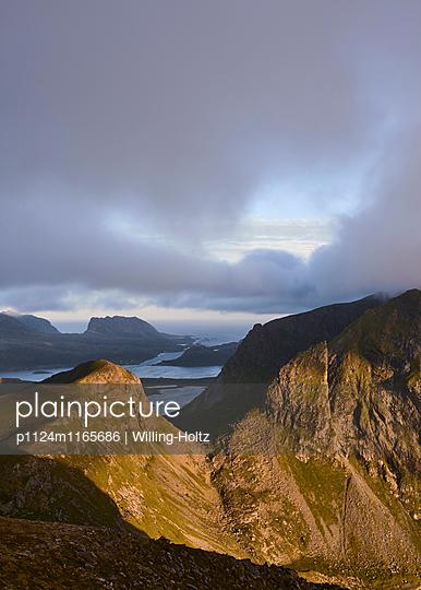 Ausblick auf den Lofoten - p1124m1165686 von Willing-Holtz
