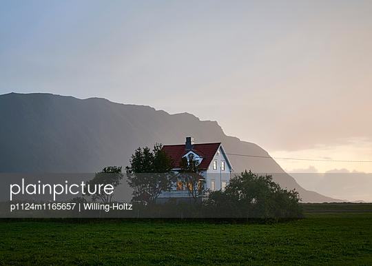 Landhaus bei Nacht - p1124m1165657 von Willing-Holtz