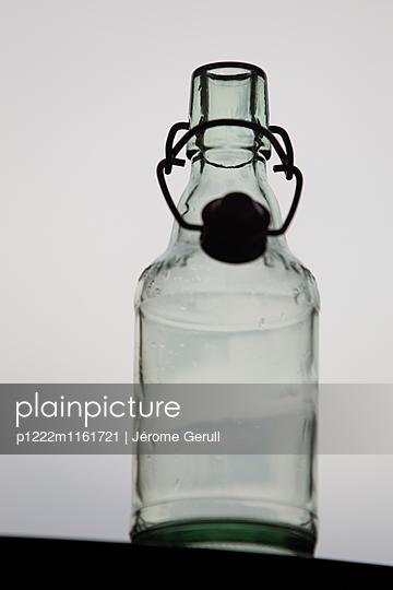 Flasche leer - p1222m1161721 von Jérome Gerull
