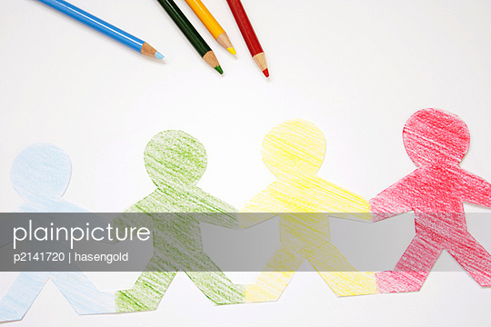 Bildagentur plainpicture - plainpicture p2141720 - Bunte Menschenkette ...