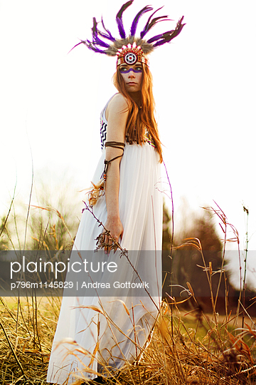 Indianerfrau - p796m1145829 von Andrea Gottowik