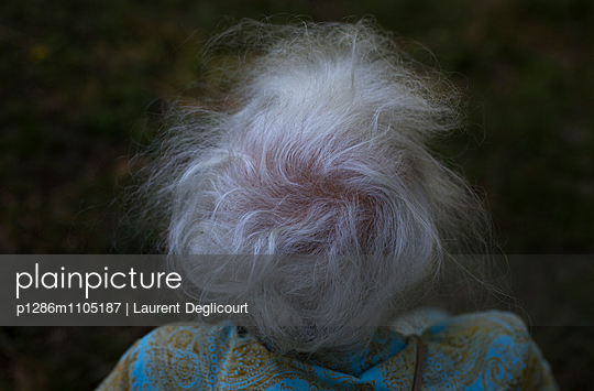 The old woman\'s hairs