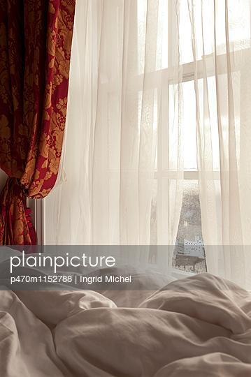 Luxuriöses Hotelzimmer - p470m1152788 von Ingrid Michel