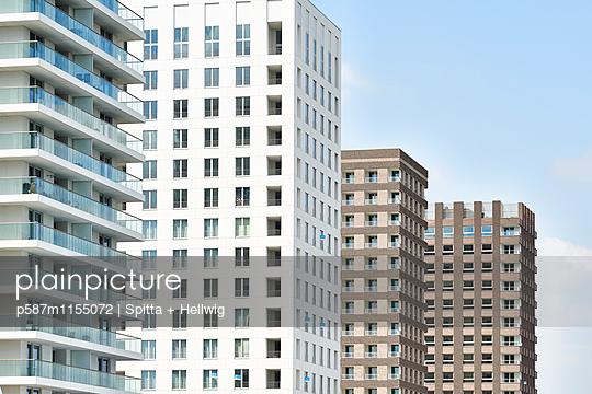 Mehrere Hochhäuser - p587m1155072 von Spitta + Hellwig
