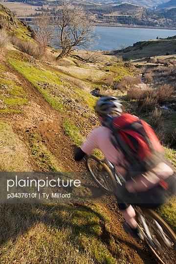 A man riding a mountain bike on singletrack trail in Washington state