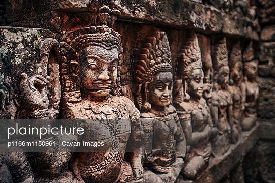 Sculptures on wall of Angkor Wat temple