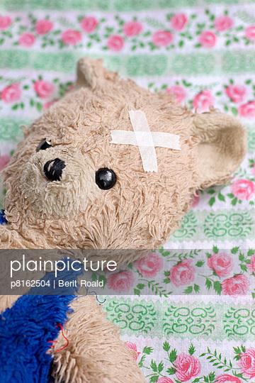 A teddy bear with wound