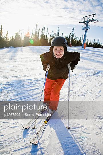 Women resting in ski slope