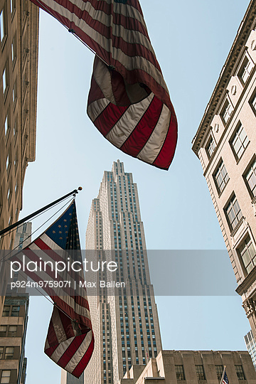 US flags on buildings, Manhattan, New York, USA