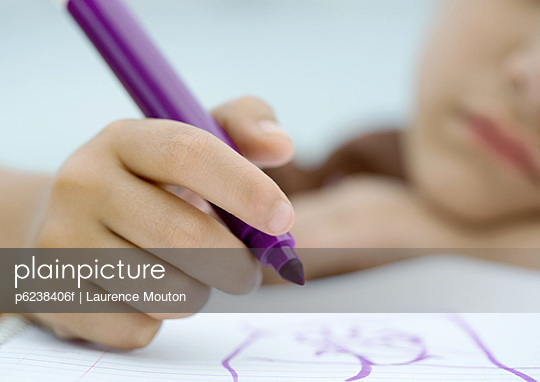 Child drawing with marker