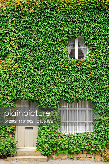 Landhaus, Cotswolds - p1280m1161902 von Dave Wall