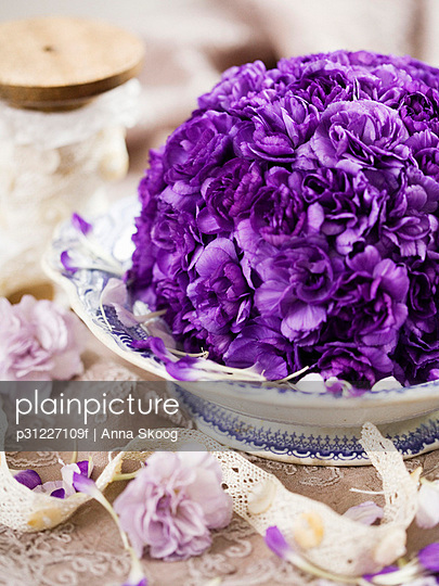 Purple flowers in bowl, close-up