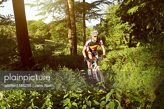 Mountainbike - p608m1165255 von Jens Nieth