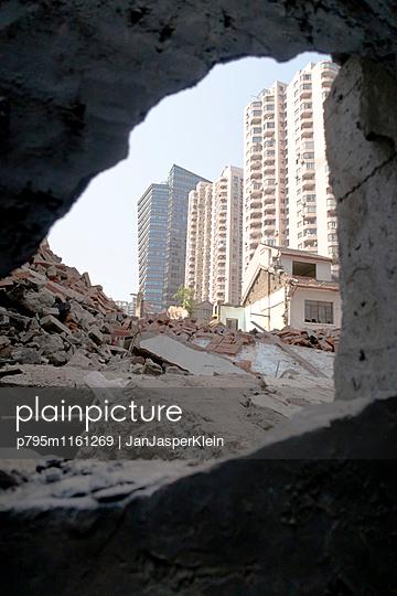Abriss in Shanghai - p795m1161269 von Janklein