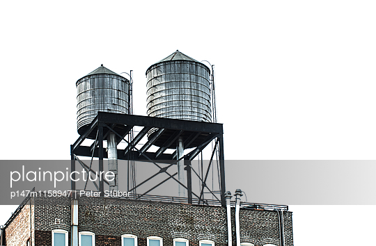 Wassertürme auf Hausdächern - p147m1158947 von Peter Stüber