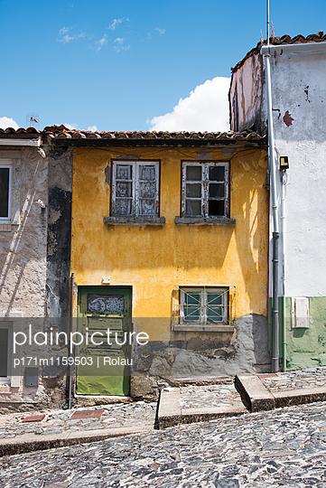Altes Haus in Braganca - p171m1159503 von Rolau