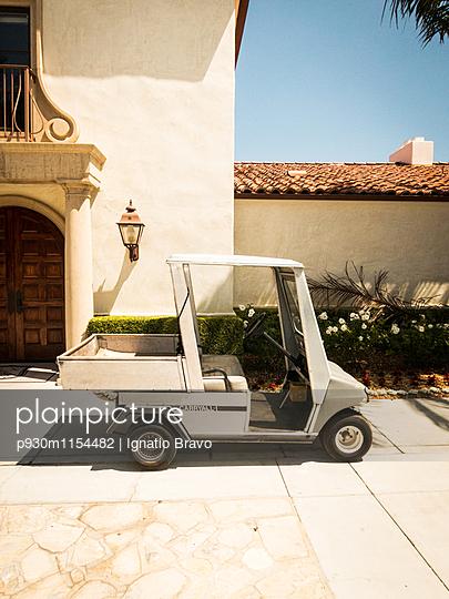Golfkarre - p930m1154482 von Phillip Gätz