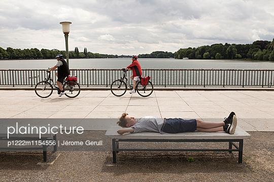 Kind entspannt - p1222m1154556 von Jérome Gerull