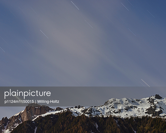 Berge mit Sternenhimmel - p1124m1150015 von Willing-Holtz