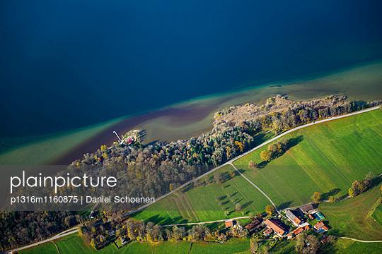 Luftaufnahme, Starnberger See, Ostufer, Oberbayern, Bayern, Deutschland - p1316m1160875 von Daniel Schoenen