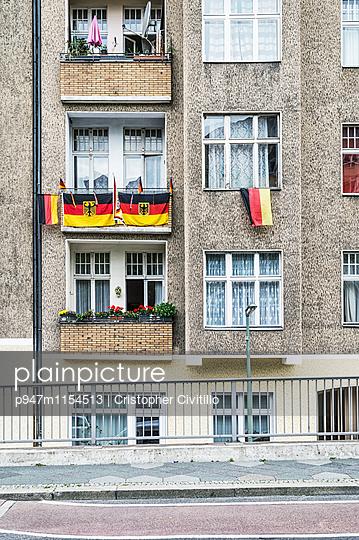 Berlin, Fenster - p947m1154513 von Cristopher Civitillo