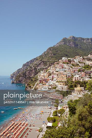 Blick auf den Strand in Positano - p432m1149547 von mia takahara