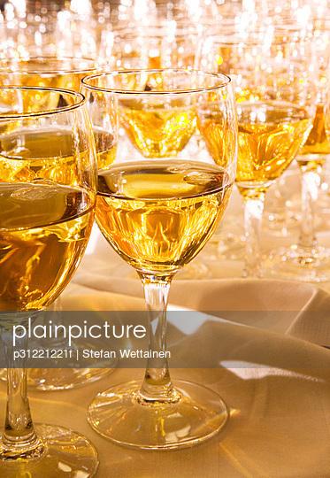 White wine in glasses.
