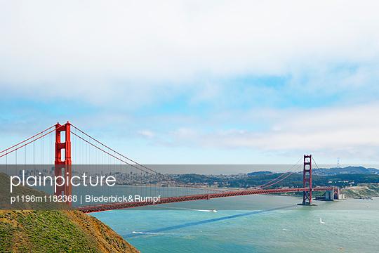 Golden Gate Bridge vor San Francisco - p1196m1182368 von Biederbick & Rumpf
